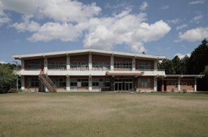 1968年 神池寺会館竣⼯。1993年には⼤規模改修⼯事を請け負う