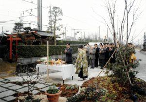 1999年 新年安全祈願祭にて。仕事始めには一年間の無事故・無災害を祈願し、安全意識の共有を図っている
