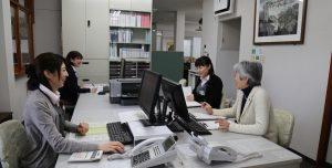 吉住工務店の情報管理の司令塔として活躍する総務部のスタッフたち