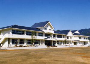 1994年 全面改築を請け、生まれ変わった大路小学校校舎